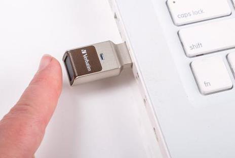 Verbatim FingerPrint Secure - Memoria USB 3.0 con lettore di impronte digitali e crittografia dei dati - 32 GB - Marrone/Argento - 6