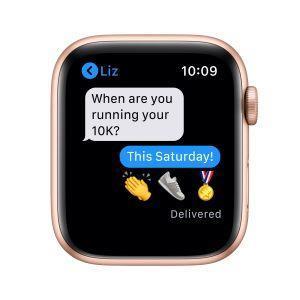 Apple Watch Serie 6 GPS, 44mm in alluminio oro con cinturino Sport Rosa sabbia - 2