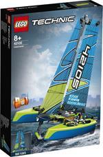 LEGO Technic (42105). Catamarano