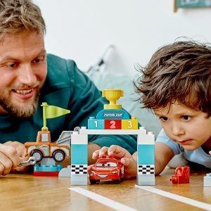 LEGO DUPLO Cars (10924). Il giorno della gara di Saetta McQueen - 11