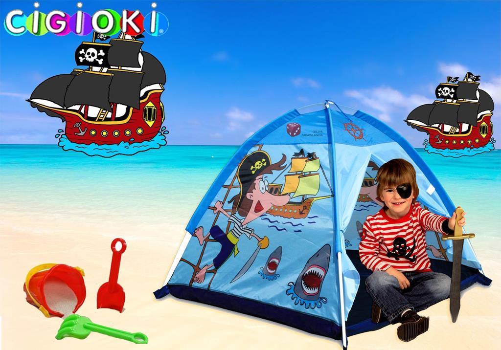 Interiore della stanza bambini accogliente con tenda del gioco