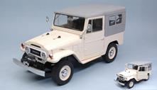 Toyota Land Cruiser Fj40 1967 Beige 1:18 Model T9-1800152
