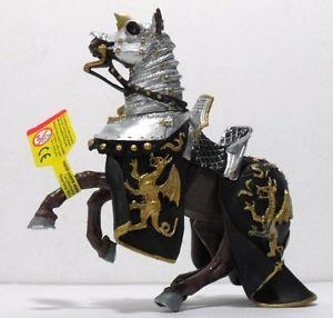 Giocattolo Cavalieri. Cavallo con Manto Draghi Nero e Oro Plastoy 1